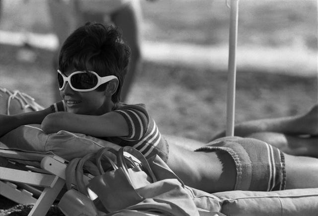 Terry O'Neill - Audrey Hepburn - Bathe