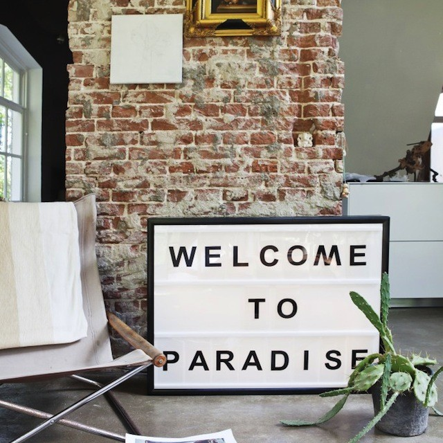 Bxxlght welcome to paradise
